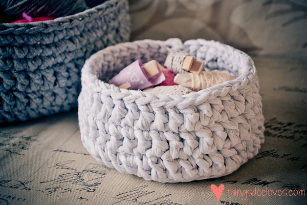 Crochet Patterns For T Shirt Yarn : Loving...crocheted T-shirt yarn baskets - Things Dee Loves